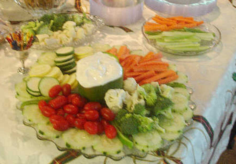 Fancy Vegetable Tray Ideas http://www.doyletics.com/digest081.shtml