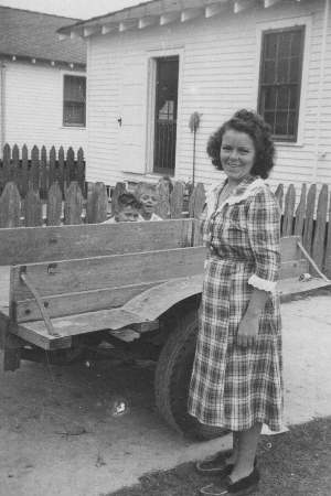 Photo of Annette with Bobby and Stevie behind wagon in 1948