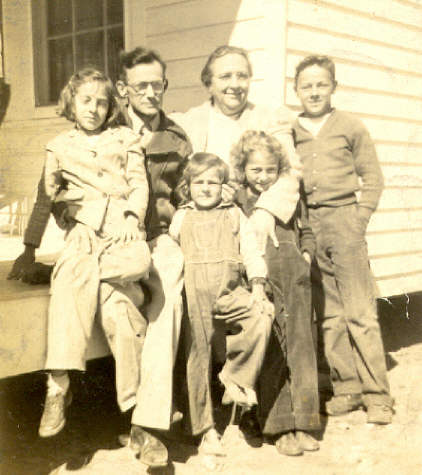 Photo of CP, Nora, Loraine, Carolyn, Marie, Terry, c. 1947