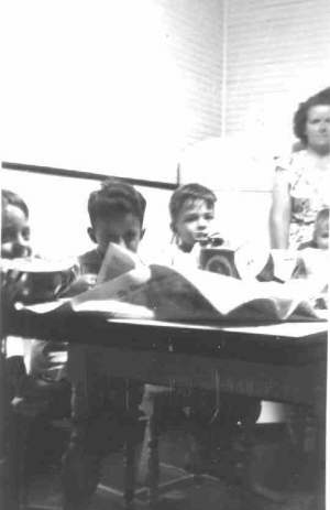 Photo of Paul, Dale, Bobby, David, Annette at our Westwego table, c.1949